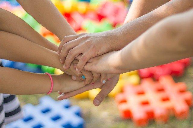 Montessori, coopération, bienveillance, enfants, soutien scolaire
